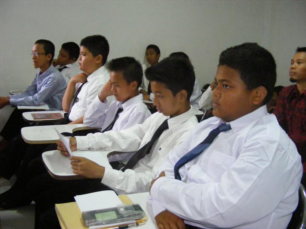 Peserta antusias memperhatikan materi dalam Latihan Dasar Kepemimpinan
