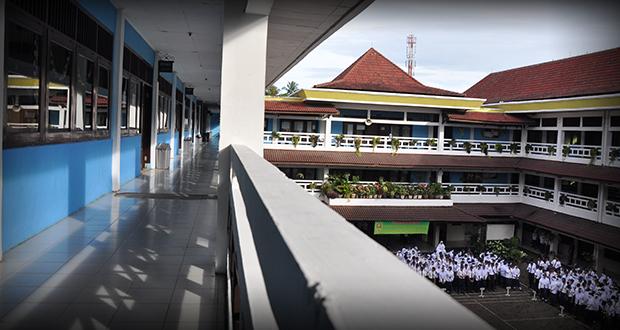 Bangunan Lantai Sekolah