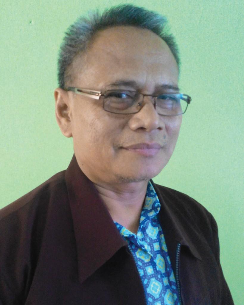 Drs. Syamsul Hudiono ( Guru Ilmu Pengetahuan Alam )