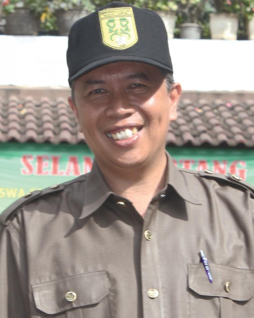 Drs. Yudistiro ( Guru Ilmu Pengetahuan Alam )