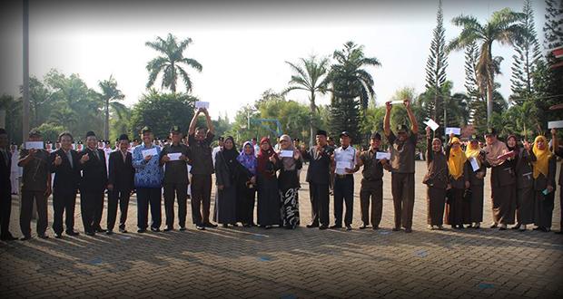Para pemenang lomba di Al Kautsar dalam rangka memeriahkaan HUT RI ke-70
