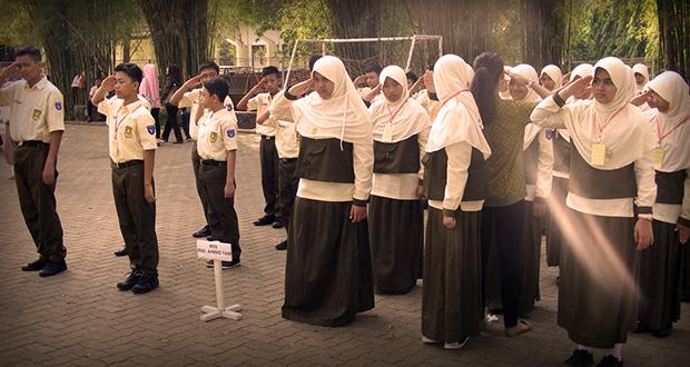 Berlatih Baris-berbaris melatih kedisiplinan para peserta MOS