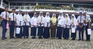 siswa-siswi pemenang lomba di SMK SMTI