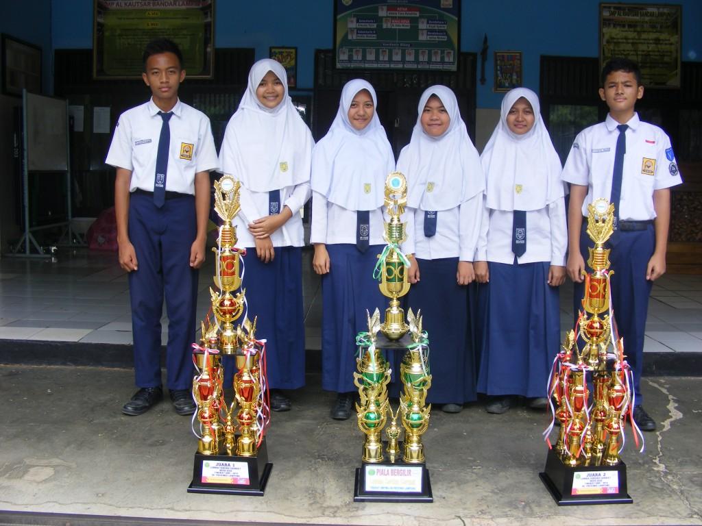 Dua tim SMP Al Kautsar yang berhasil meraih juara I dan II di ajang Lomba Cerdas Cermat (LCC) MIPA tingat Provinsi Lampung yang digelar oleh STKIP Muhammadiyah Pringsewu, Rabu—Kamis (24—25/2)