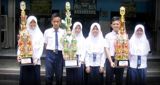 Dua tim SMP Al Kautsar yang berhasil meraih juara I dan II di ajang Lomba Cerdas Cermat (LCC) MIPA tingat Provinsi Lampung yang digelar oleh STKIP Muhammadiyah Pringsewu, Rabu—Kamis (24—25/2).