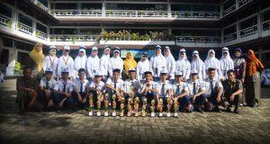 Siswa-siswi SMP Al Kautsar yang meraih prestasi