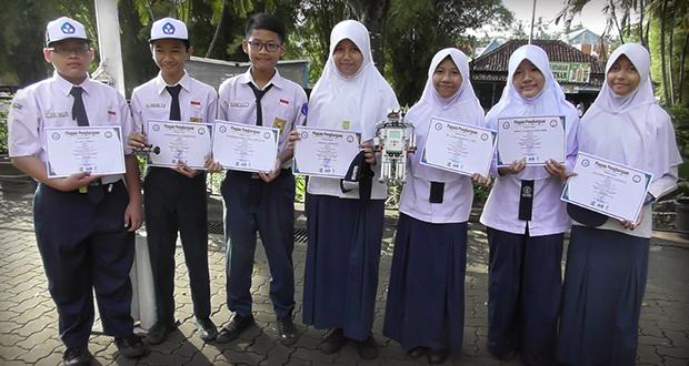Siswa-siswi SMP Al Kautsar peserta lomba robotik