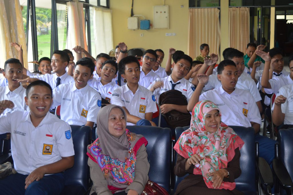 SMP Al Kautsar melaksanakan Outdoor Study ke Sekolah Luar Biasa (SLB) Kemiling