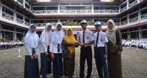 TIM LCT IPS berfoto bersama kepala sekolah dan Guru IPS SMP Al Kautsar