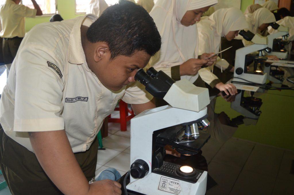 SMP Al Kautsar melaksanakan Outdoor Study ke Poltekes