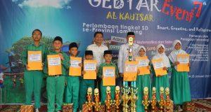 Guru dan siswa dari MIN 5 Bandar Lampung mendapatkan juara Umum AK Event VII