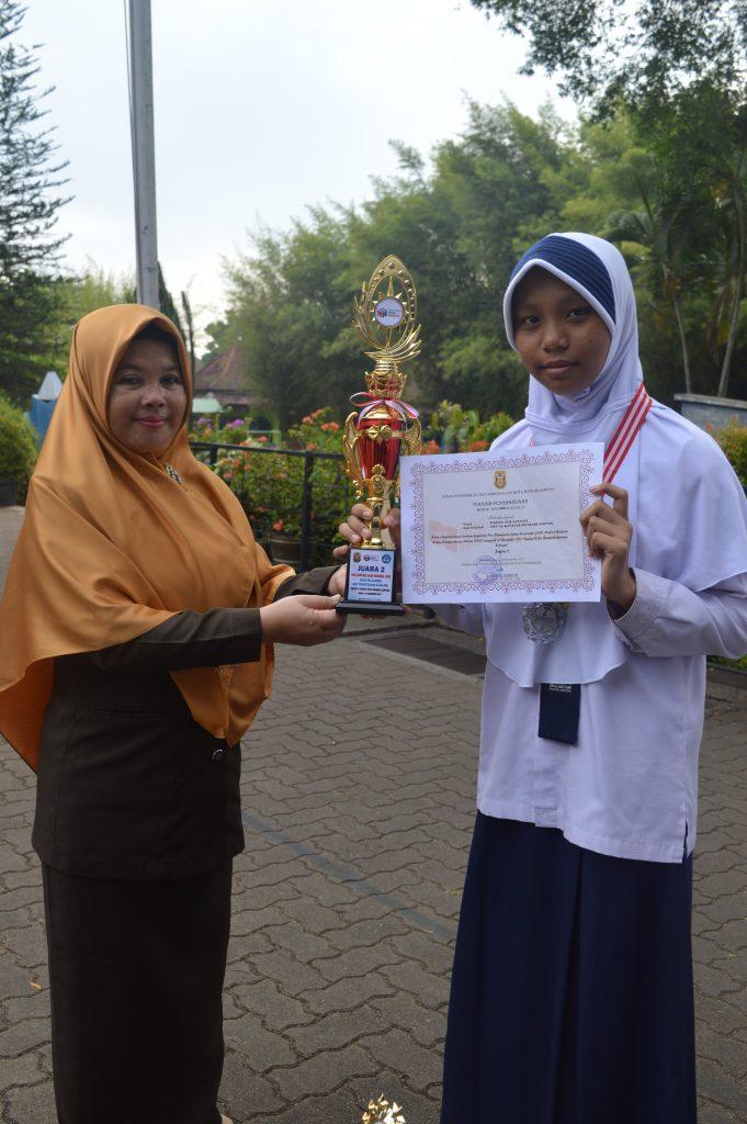 Rahma Nur Jannati Juara I OSN IPA, Juara I Olimpiade Fisika di Unila, Juara II Olimpiade Sains Lomusa Institute.