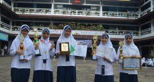 Para Siswa yang memperoleh juara baik tingkat Kota, Provinsi maupun Nasional