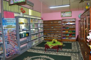 Koleksi perpustakaan SMP
